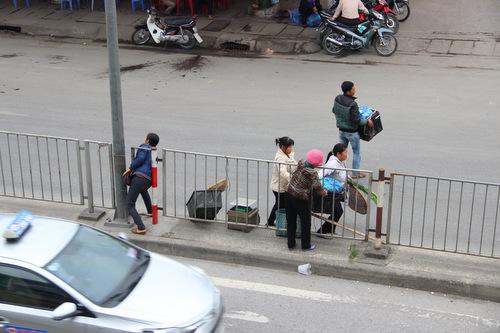 Người đi bộ sai luật có thể bị phạt tù 15 năm từ 1/1/2018